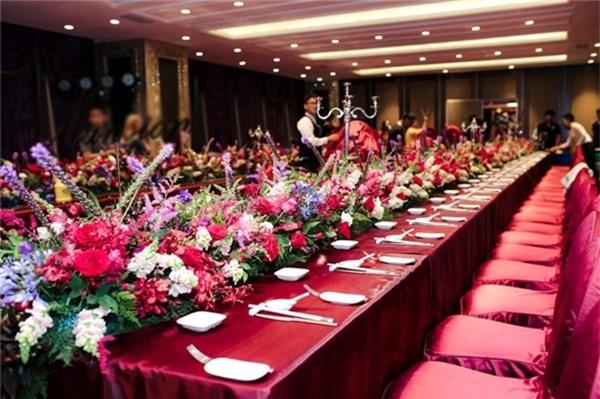 Không gian lãng mạn, ngập tràn hoa của buổi tiệc. - Tin sao Viet - Tin tuc sao Viet - Scandal sao Viet - Tin tuc cua Sao - Tin cua Sao