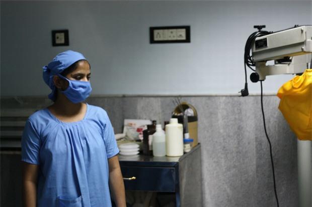 Bộ ảnh phơi bày mặt trái của nghề buôn nội tạng: Cứ mỗi giờ qua lại có 1 ca bán tạng trên thế giới - Ảnh 2.