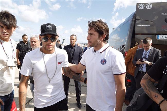 Neymar da toi Paris, chuan bi cho le ra mat lon nhat lich su PSG hinh anh 2