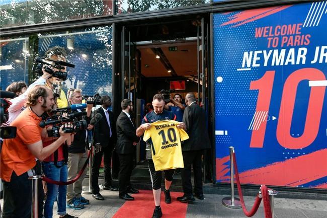 Neymar da toi Paris, chuan bi cho le ra mat lon nhat lich su PSG hinh anh 8
