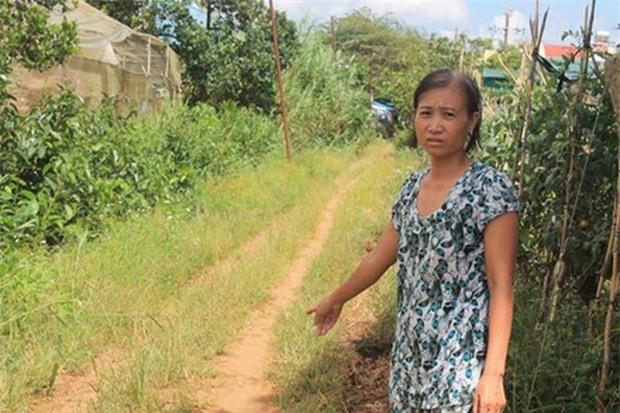 Tranh chấp đất đai, đổ nước chứa thuốc diệt cỏ vào miệng một phụ nữ - Ảnh 1.