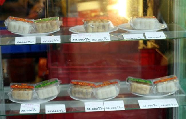 Hà Nội: Hơn 2 tháng nữa mới đến Rằm tháng 8, nhiều nơi đã rục rịch bày bán bánh Trung thu - Ảnh 4.