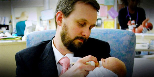 Vợ đột ngột qua đời sau sinh mổ, nhiều tháng sau, chồng mở máy tính cũ của cô và bật khóc - Ảnh 3.