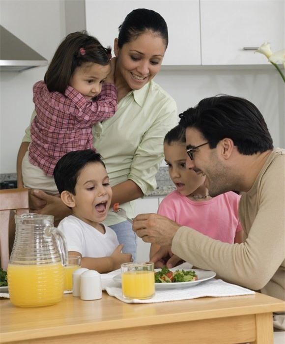 Bí mật nuôi con khỏe, dạy con ngoan của các bà mẹ trên khắp thế giới - Ảnh 2.