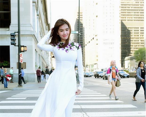 Cũng là áo dài trắng, nào ngờ Ngọc Trinh tóc ngắn lại xinh đẹp bội phần xưa kia - Ảnh 14.