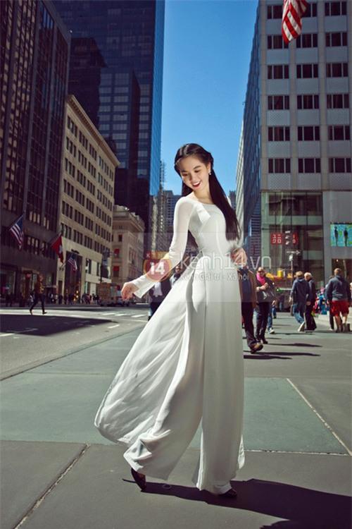 Cũng là áo dài trắng, nào ngờ Ngọc Trinh tóc ngắn lại xinh đẹp bội phần xưa kia - Ảnh 7.