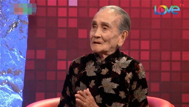 Ai cũng ngỡ ngàng khi nghe mẹ chồng 95 tuổi móm mém kể xấu con dâu - Ảnh 7.