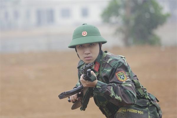 Khắc Việt 'cười không ngậm được miệng' khi xem đàn em đi khom trong quân ngũ-1