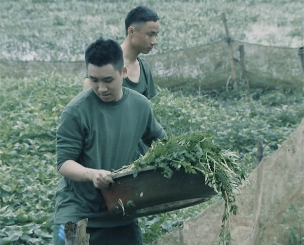 Khắc Việt 'cười không ngậm được miệng' khi xem đàn em đi khom trong quân ngũ-5