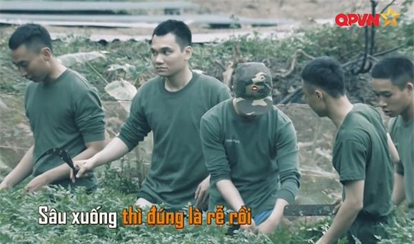 Khắc Việt 'cười không ngậm được miệng' khi xem đàn em đi khom trong quân ngũ-6