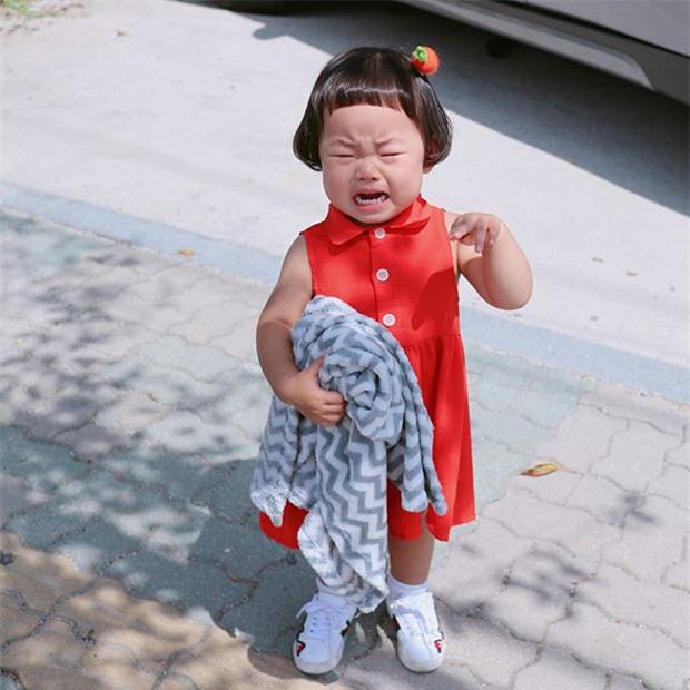 Cô nhóc Hàn Quốc có mái tóc 'gáo dừa' dễ thương đi đâu cũng được xuýt xoa-5