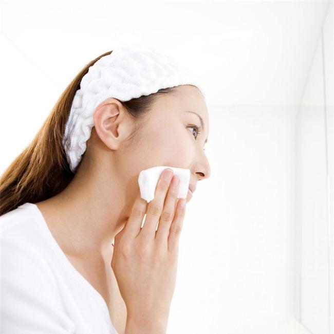 Trong vòng 60 giây sau khi rửa mặt, bạn phải thoa toner ngay và đây là lý do - Ảnh 2.