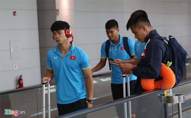 U22 Viet Nam nhoc nhan voi lich di chuyen sang Malaysia hinh anh 1