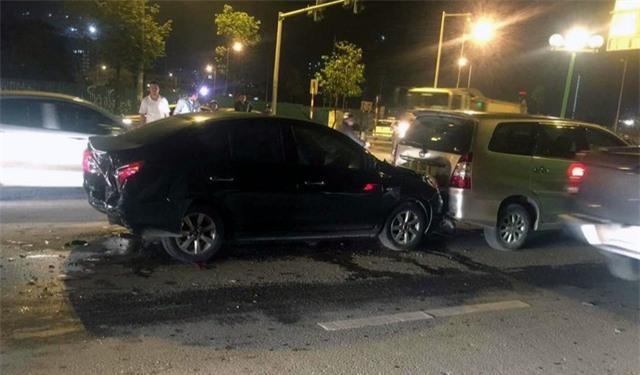 Vụ đâm xe trên phố Hà Nội và tin nhắn tài xế nhận được sau khi trở về nhà  - Ảnh 1.