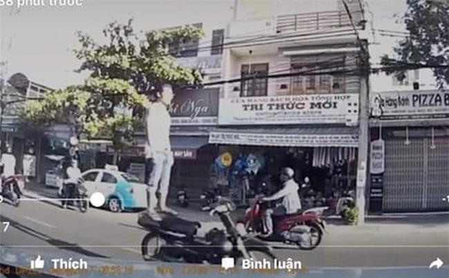 Truy tìm nam thanh niên Đà Nẵng đứng trên xe máy phóng như bay