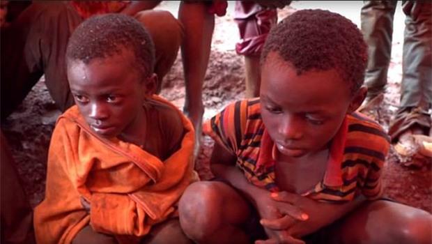 Cuộc sống địa ngục của hơn 40.000 trẻ em tại các khu mỏ châu Phi - Ảnh 2.