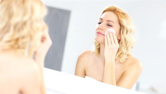 Rửa mặt thôi chưa đủ, mỗi ngày nhớ lau với nước muối để thấy da sáng, sạch mụn bất ngờ - Ảnh 2.