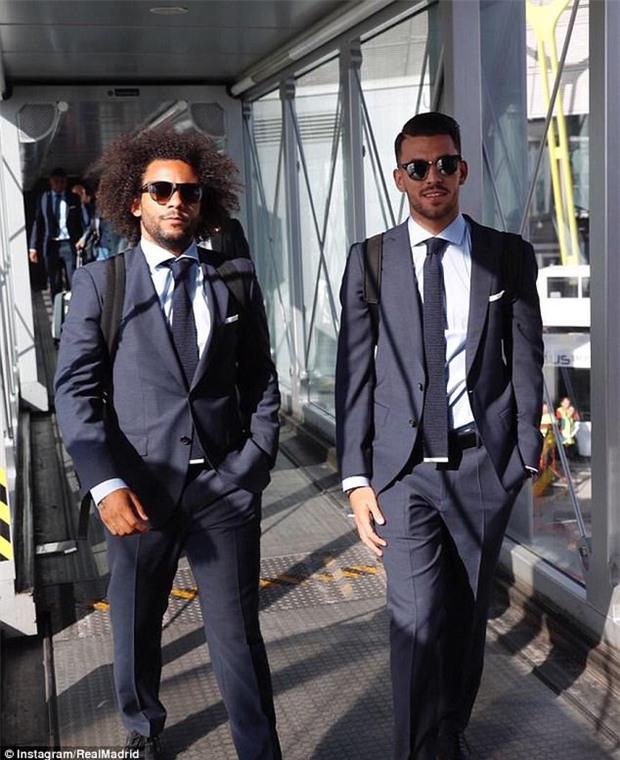 Ronaldo đóng vest bảnh bao bay đến Macedonia chuẩn bị đối đầu Man Utd - Ảnh 6.