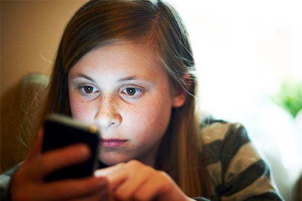 Trẻ dùng nhiều smarphone có xu hướng dễ bị tổn thương về tâm lý và bất mãn nhiều hơn so với trẻ khác.