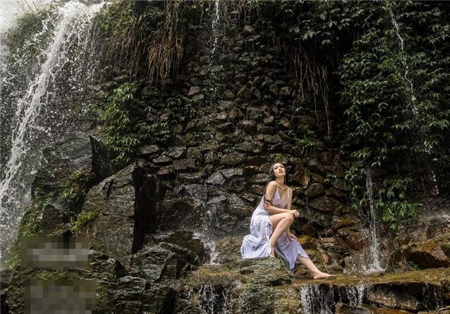 Trọn bộ ảnh nội y phản cảm của Linh Miu bị dân mạng 'ném đá vỡ đầu'-3