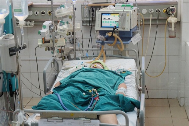 Bị biến chứng quá nặng do sốt xuất huyết, mẹ của nam sinh 15 tuổi đã qua đời - Ảnh 1.