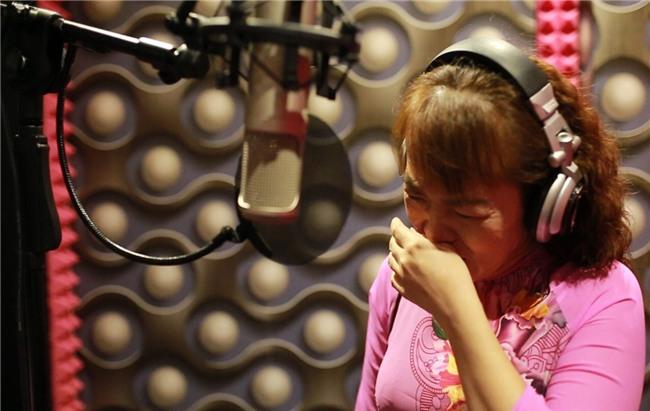 Clip: Cô Út khiếm thị khóc nấc khi hát về mình sau cãi vã với gia đình Phương Mỹ Chi-2