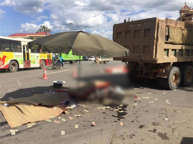Hà Nội: Tai nạn thương tâm ba mẹ con bị xe tải cán tử vong - Ảnh 3.