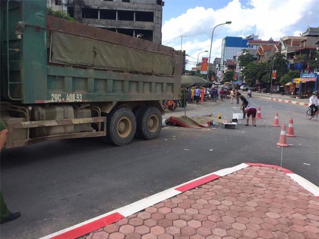 Hà Nội: Tai nạn thương tâm ba mẹ con bị xe tải cán tử vong - Ảnh 4.