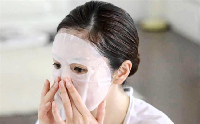 """Nếu bạn chưa bao giờ đắp mặt nạ giấy ấm nóng, hãy thử một lần rồi bạn sẽ """"nghiện"""" luôn đấy - Ảnh 1."""