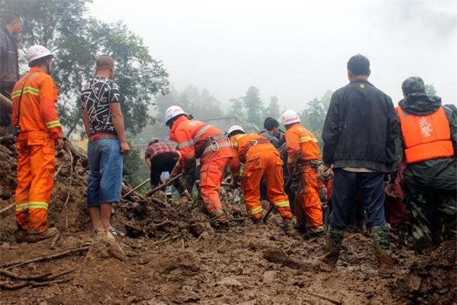 Hồi tháng 6, một vụ lở đất cũng xảy ra ở Tứ Xuyên khiến ít nhất 10 người thiệt mạng và chôn vùi hàng chục ngôi nhà. (Ảnh: Reuters)