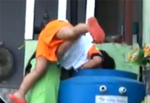 Video những vụ bạo hành trẻ em gây phẫn nộ cộng đồng mạng-2