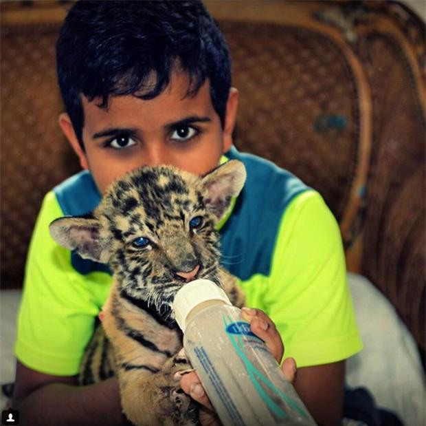 Cuộc sống toàn hàng hiệu, siêu xe, thú cưng đặc biệt và làm bạn với người nổi tiếng của cậu ấm Dubai 15 tuổi-10