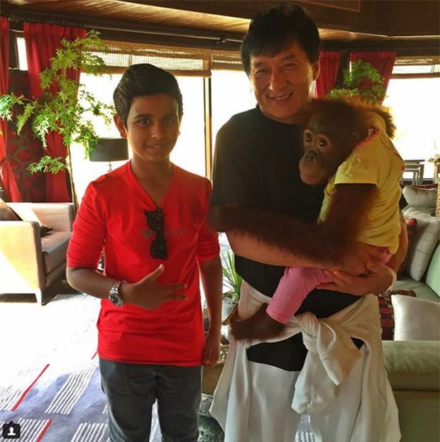 Cuộc sống toàn hàng hiệu, siêu xe, thú cưng đặc biệt và làm bạn với người nổi tiếng của cậu ấm Dubai 15 tuổi-11