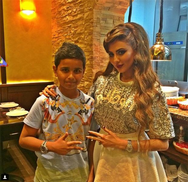 Cuộc sống toàn hàng hiệu, siêu xe, thú cưng đặc biệt và làm bạn với người nổi tiếng của cậu ấm Dubai 15 tuổi-12