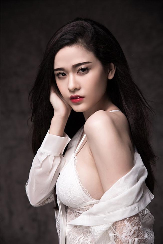 Những bà mẹ một con dáng đẹp, eo thon của showbiz Việt-4