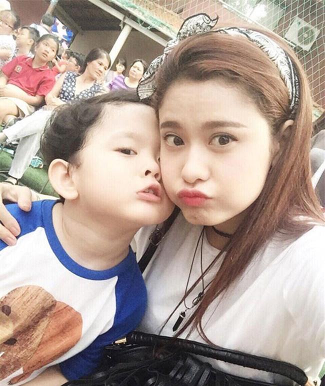 Những bà mẹ một con dáng đẹp, eo thon của showbiz Việt-5