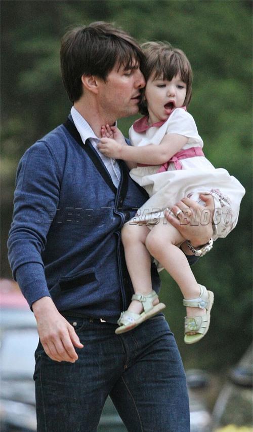 Suri Cruise và Harper Beckham: Hai cô bé nổi tiếng nhất thế giới có tuổi thơ trái ngược - Ảnh 26.