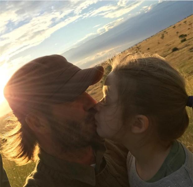 Suri Cruise và Harper Beckham: Hai cô bé nổi tiếng nhất thế giới có tuổi thơ trái ngược - Ảnh 6.
