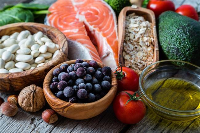 Ăn uống kiểu này giúp giảm cân lành mạnh lại điều trị, ngăn chặn bệnh cao huyết áp tốt nhất - Ảnh 4.
