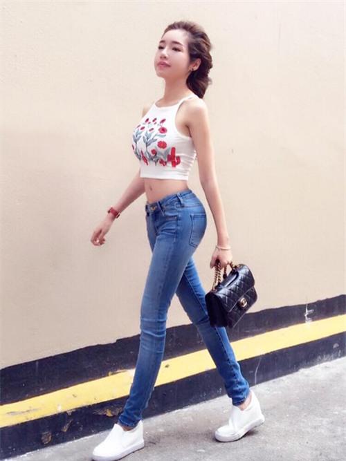 Phi Thanh Van khoe vong 3 khung nhat showbiz Viet nhung Elly Tran cung khong kem canh