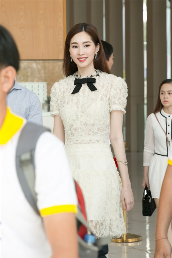 Hoa hậu Đặng Thu Thảo hấp dẫn vạn ánh nhìn dù ăn mặc giản dị-1