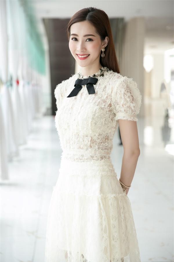 Hoa hậu Đặng Thu Thảo hấp dẫn vạn ánh nhìn dù ăn mặc giản dị-3