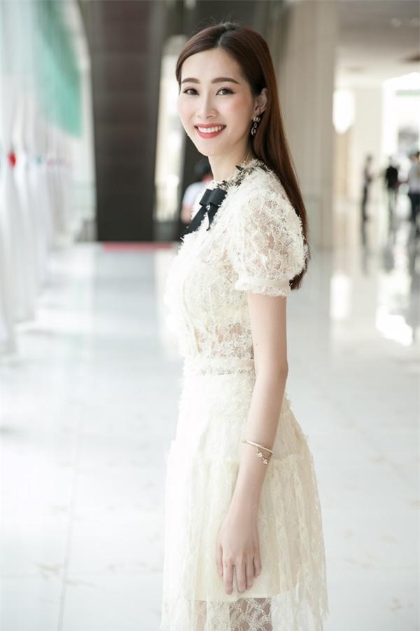Hoa hậu Đặng Thu Thảo hấp dẫn vạn ánh nhìn dù ăn mặc giản dị-4