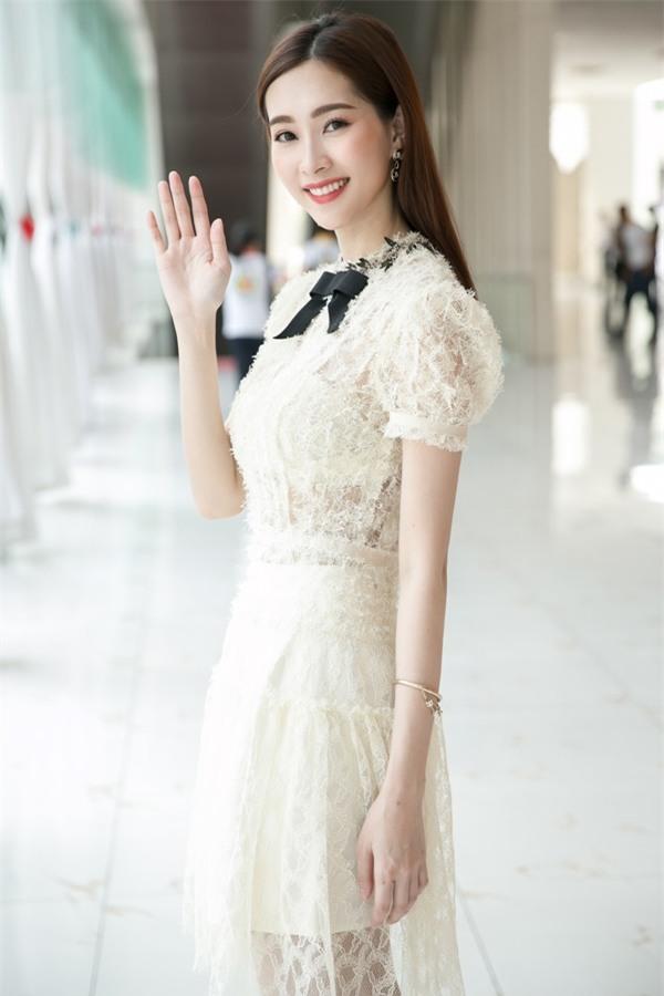 Hoa hậu Đặng Thu Thảo hấp dẫn vạn ánh nhìn dù ăn mặc giản dị-5