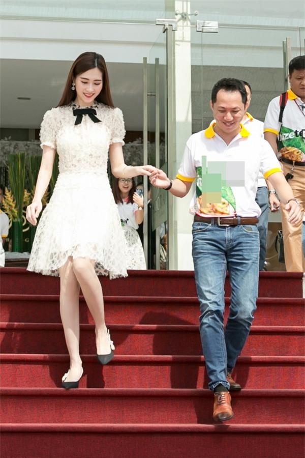 Hoa hậu Đặng Thu Thảo hấp dẫn vạn ánh nhìn dù ăn mặc giản dị-8
