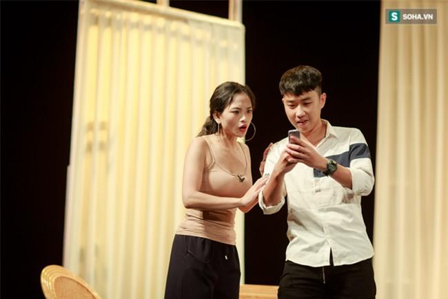 Cuộc sống hoàn toàn khác xa trên phim của Hương Phố Người phán xử - Ảnh 7.