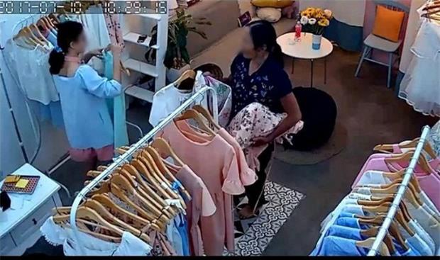 Vụ bà lão chôm quần áo hàng hiệu về bán trên vỉa hè: Xử lý thế nào khi bà lão mắc bệnh tâm thần phân liệt? - Ảnh 2.
