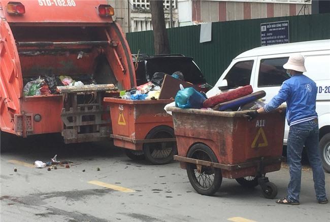 Ước mơ của chàng tân sinh viên khiến người mẹ đẩy xe rác rơi nước mắt - Ảnh 4.