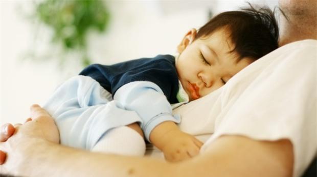 Vì hành động đáng yêu này, nhiều bố mẹ đang đẩy con vào vòng nguy hiểm - Ảnh 3.
