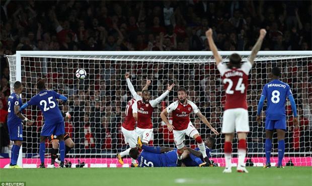 Arsenal thắng nghẹt thở trước Leicester ngày mở màn Premier League - Ảnh 3.